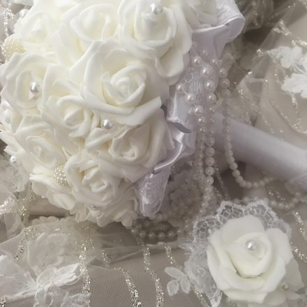Fehér gyöngyös örökcsokor